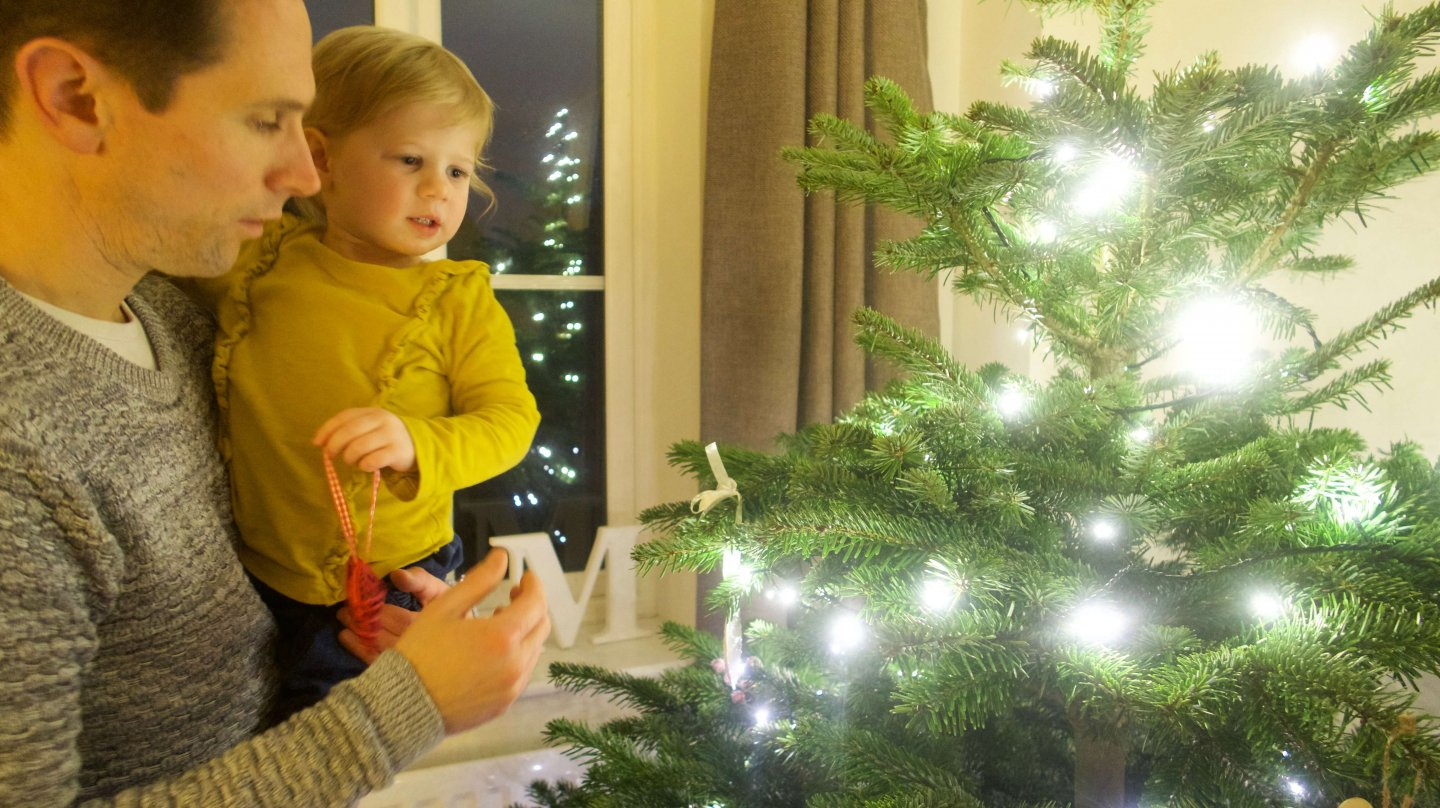 M adding a decoration to the tree
